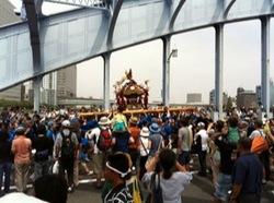各町神輿連合渡御永代橋2.jpg