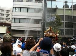 各町神輿連合渡御江東区側3.jpg
