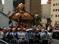 深川八幡祭り2015二の宮神輿渡御永代橋4.jpg