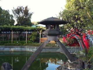 亀戸天神社菊まつり琴柱灯篭.jpg